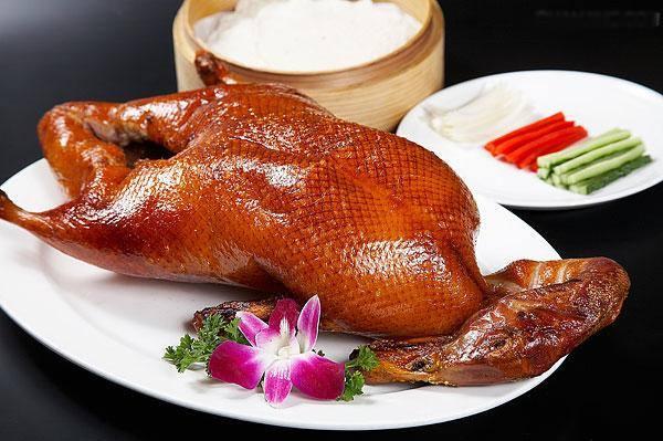 Thỏa mãn vị giác với món vịt quay Bắc Kinh